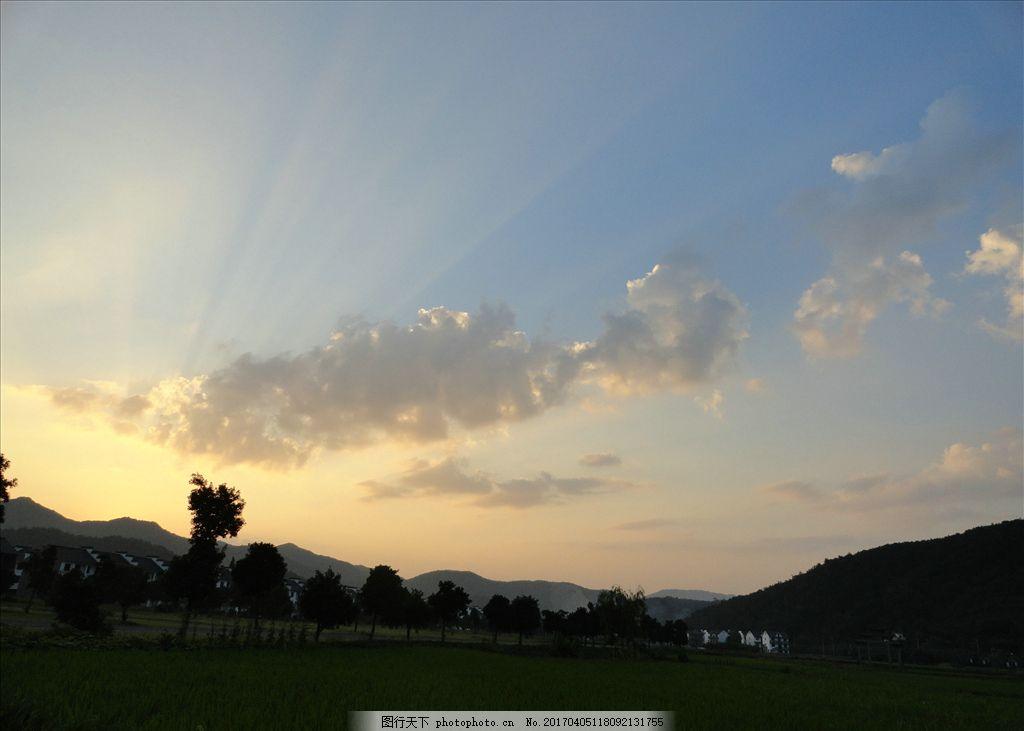山 日落 黄昏 白云 光芒 摄影 自然景观 自然风景 72dpi jpg