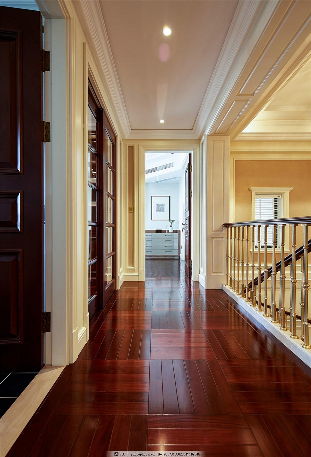 室内设计 家装效果图 走廊 木质扶手 暗红地板 小长方形 米白色调