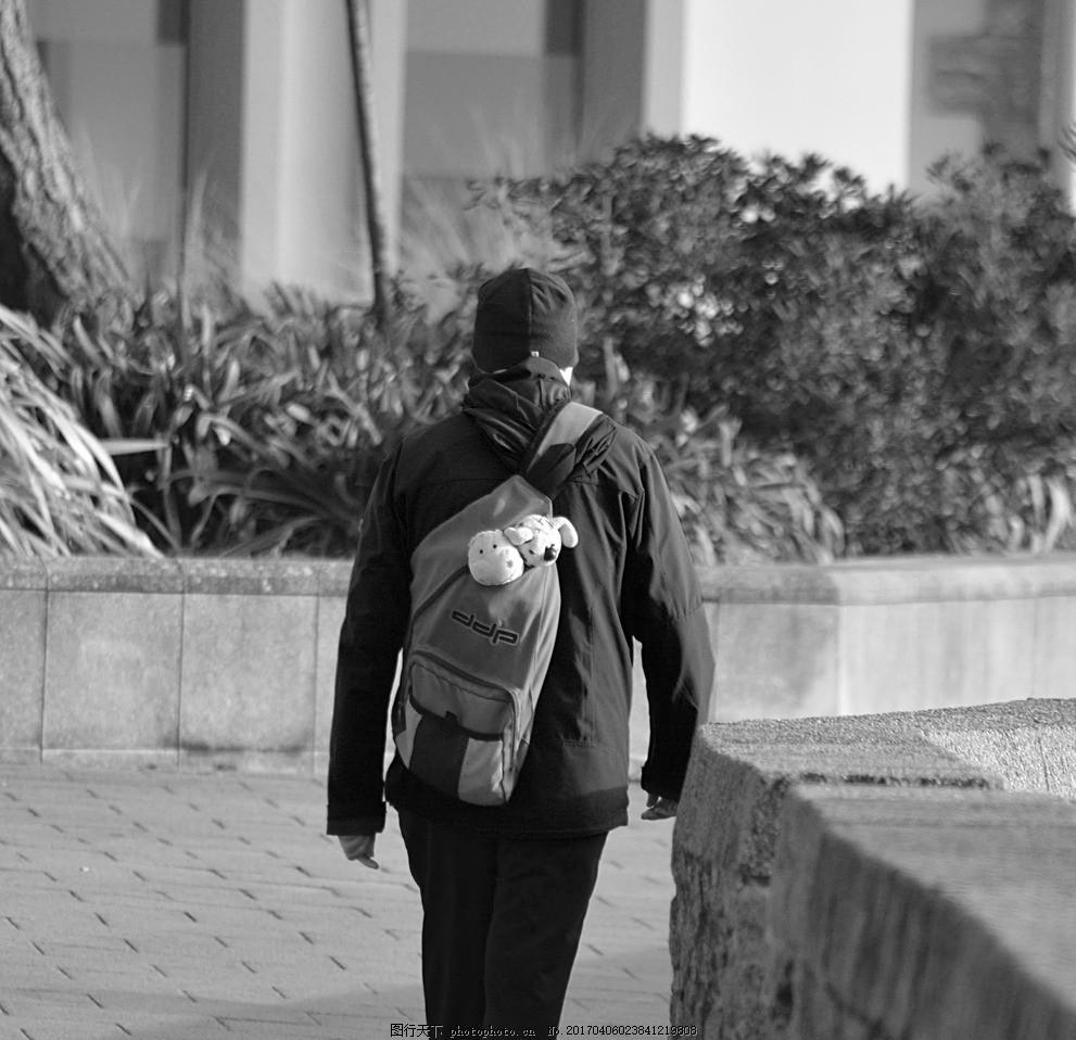 黑白背影 男人背影 黑白男人 黑白照片 背包男人 背包学生 旅游 旅行