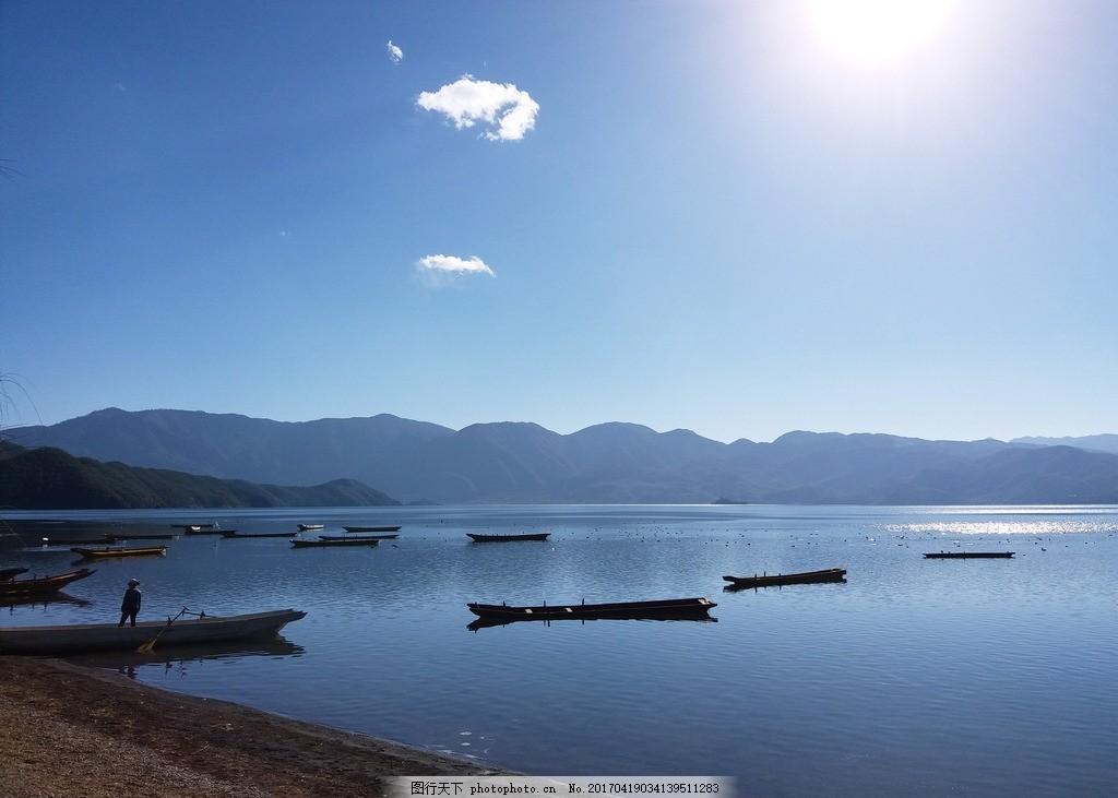 湖边风景 蓝色 天空 小舟 小船 水面 湖面 摄影 旅游摄影