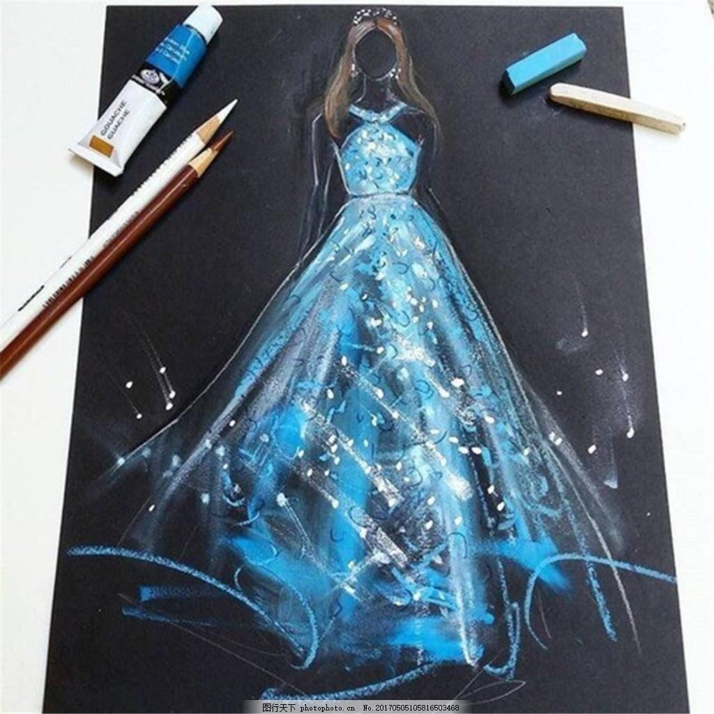 蓝色夜光礼服设计图
