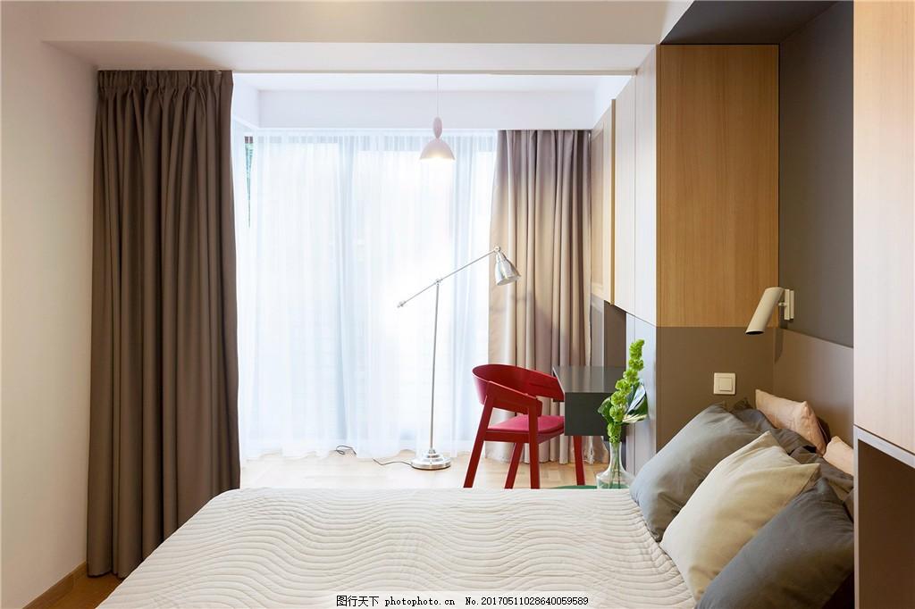 现代简约卧室落地窗设计图