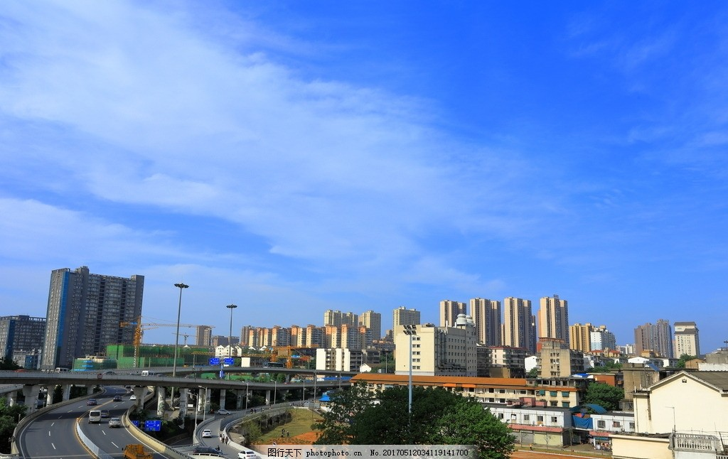 蓝天白云城市