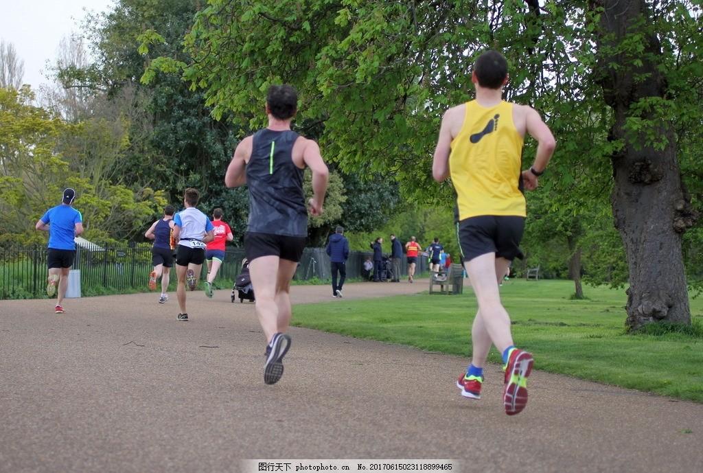 公园跑步 晨跑 跑步 锻炼 健身 健康生活 生活方式 跑步达人 人物背影